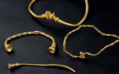 Dos jóvenes con detectores de metales encuentran joyas de oro de la Edad de Hierro