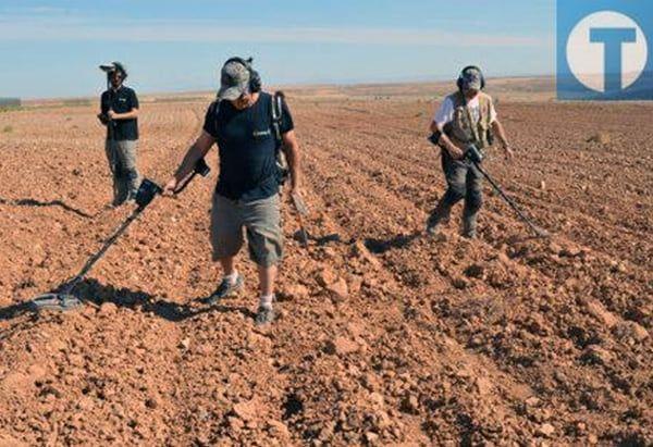 Comienzan a desenterrar material bélico de Cabezo Alcalá de Azaila