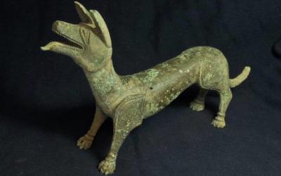 Figura de bronce Romana encontrada con un detector de metales